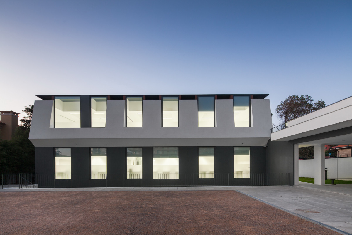 plane facade Minimalist-Private-College-Designed-by-OVAL-Exudes-Contemporary-Style