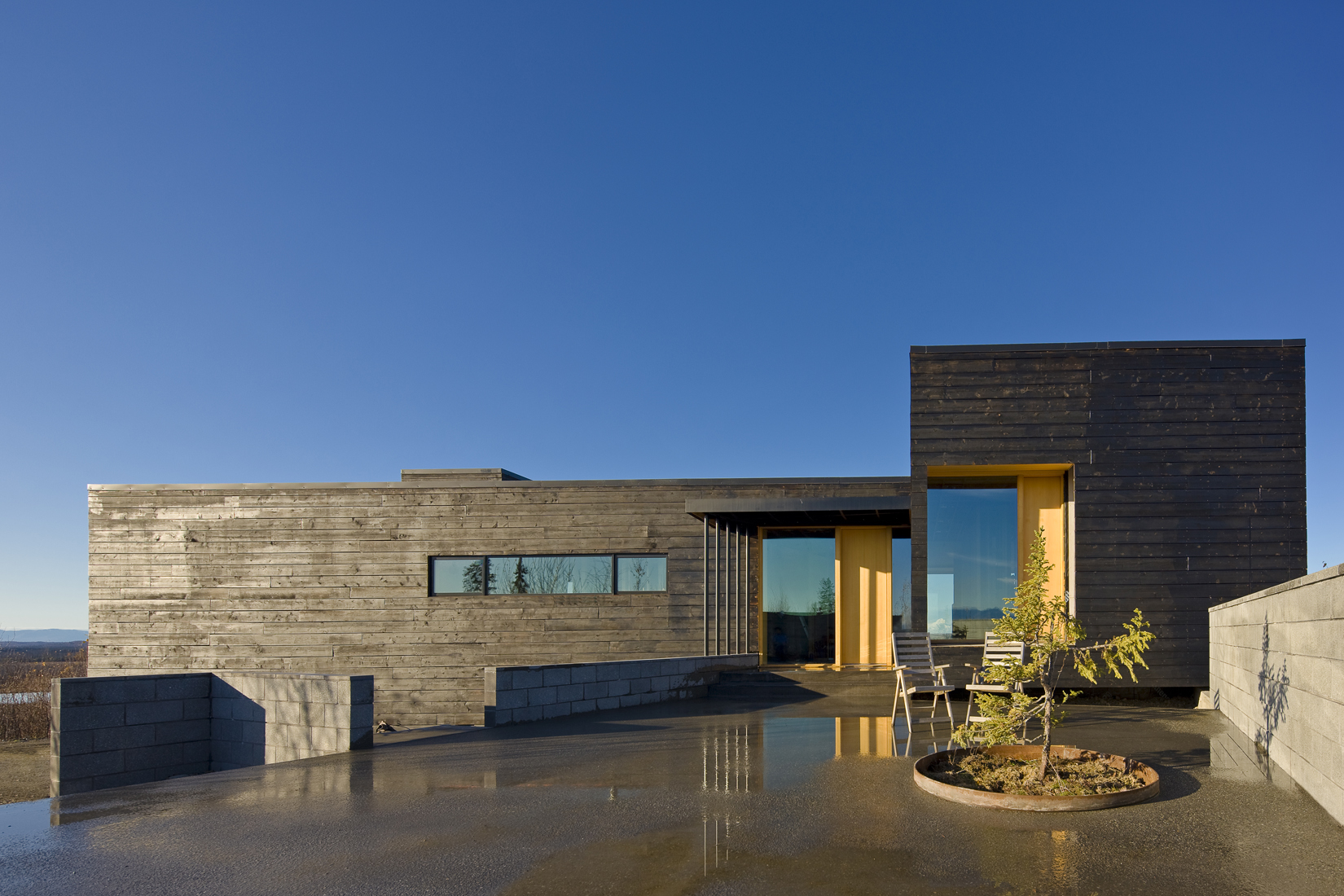 Modern Dream Home in the Wild-House for a Musher by Mayer Sattler-Smith Homesthetics