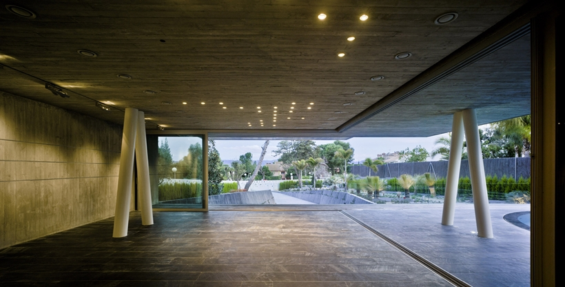 amazing views Modern-Dream-House-mansion-with-Imposing-Cantilever-by-Clavel-Arquitectos