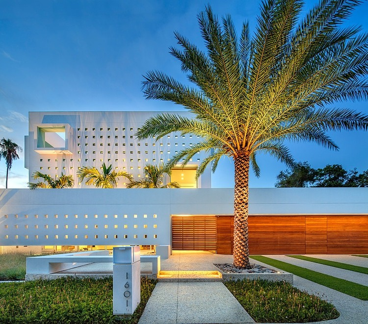 unique Modern Impeccable Dream Florida Mansion by Office for Architecture modern mansion on homesthetics (7)
