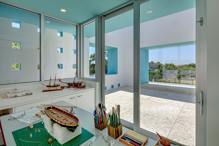 extraordinary interior design into the Modern-Impeccable-Dream-Florida-Mansion-by-Office-for-Architecture-modern-mansion