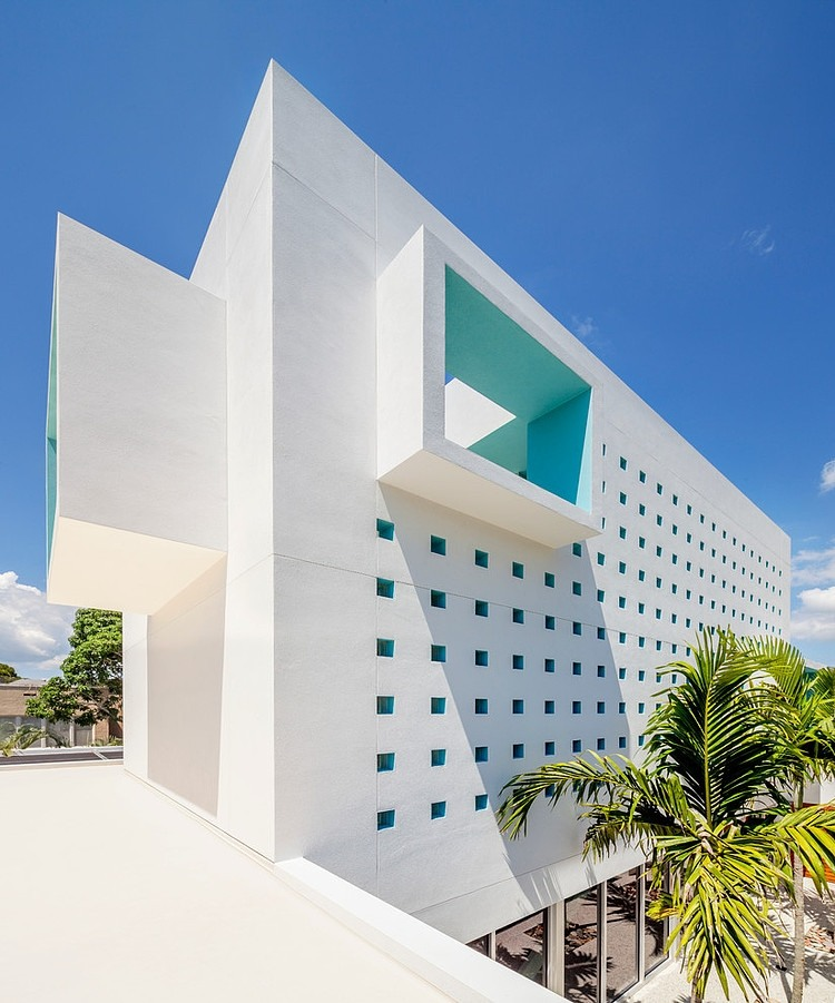 corner Modern-Impeccable-Dream-Florida-Mansion-by-Office-for-Architecture-modern-mansion