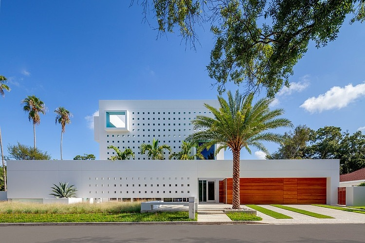 facade at day Modern Impeccable Dream Florida Mansion by Office for Architecture modern mansion on homesthetics (7)