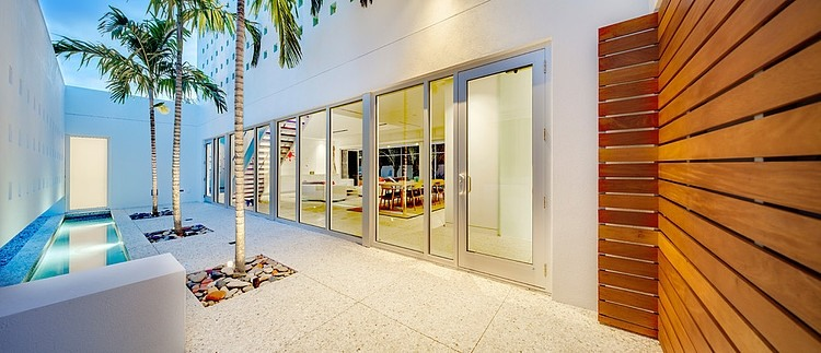 central courtyard Modern-Impeccable-Dream-Florida-Mansion-by-Office-for-Architecture-modern-mansion