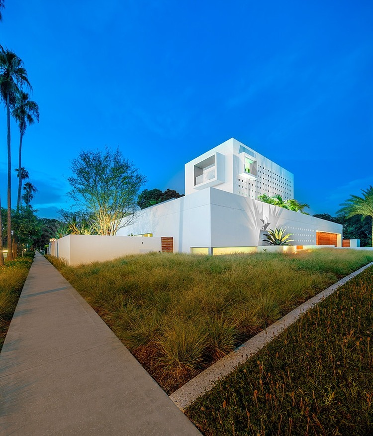 perspective pedestrian view of the Modern-Impeccable-Dream-Florida-Mansion-by-Office-for-Architecture-modern-mansion
