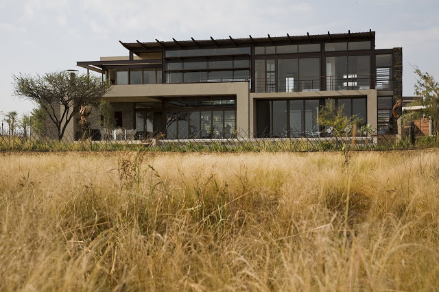 exterior view Modern Jewel Between South African Mansions - Serengeti Houseby Nico van der Meulen Architects
