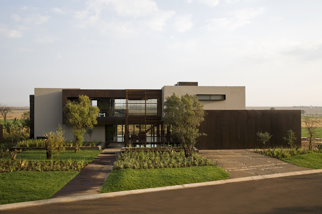 backyard landscaping Modern Jewel Between South African Mansions - Serengeti Houseby Nico van der Meulen Architects