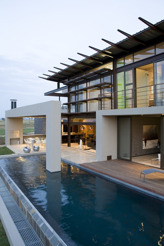 swimming pool Modern Jewel Between South African Mansions - Serengeti Houseby Nico van der Meulen Architects
