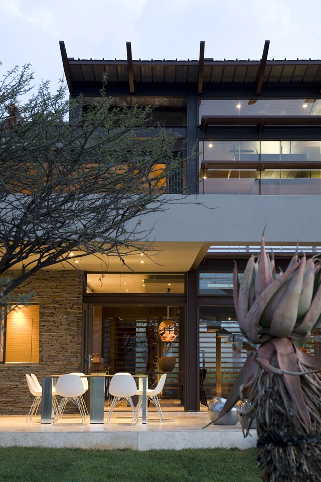 patio terrace Modern Jewel Between South African Mansions - Serengeti Houseby Nico van der Meulen Architects