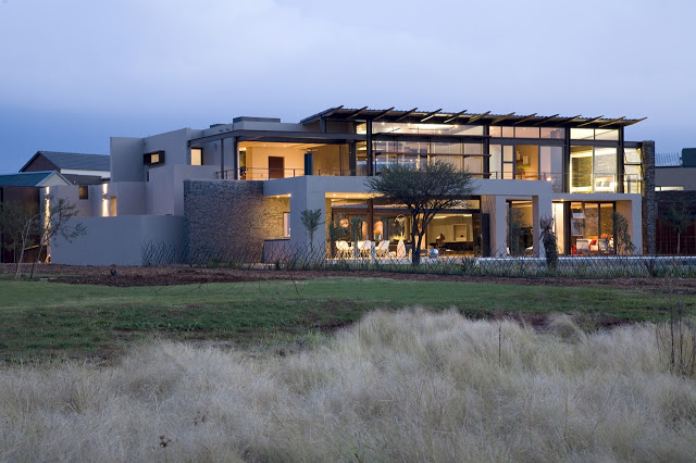 Modern Jewel Between South African Mansions - Serengeti Houseby Nico van der Meulen Architects at night