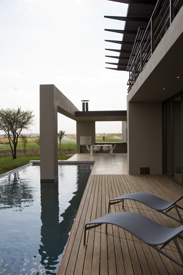 infinity swimmming pool Modern Jewel Between South African Mansions - Serengeti Houseby Nico van der Meulen Architects