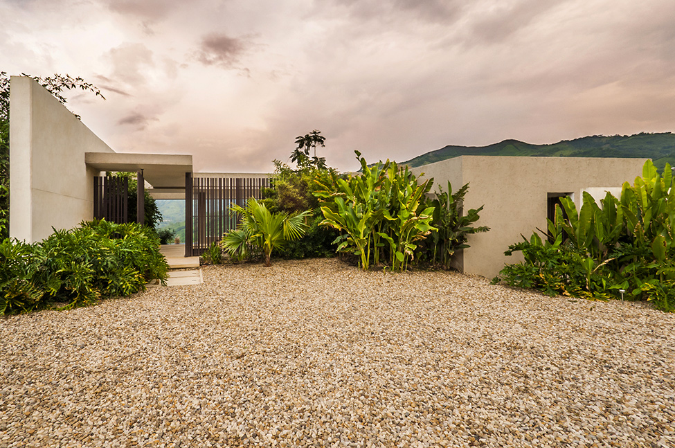 backyard ladnscaping Modern-Mansion-with-Undefined-Boundaries-in-Colombia-by-Arquitectura-en-Estudio