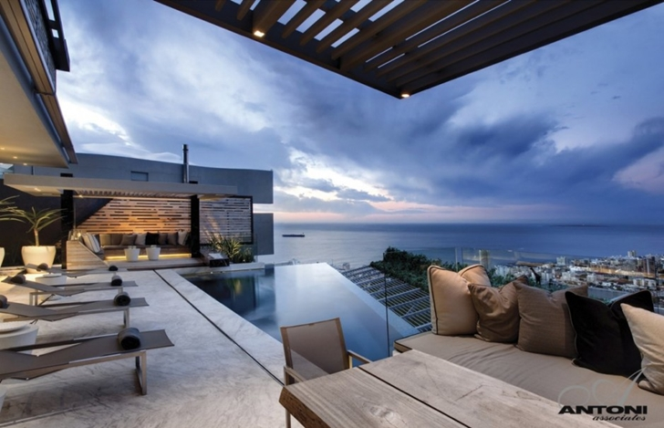 expansive views of theModern Residence on Head Road 1843 by Antoni Associates in Cape Town