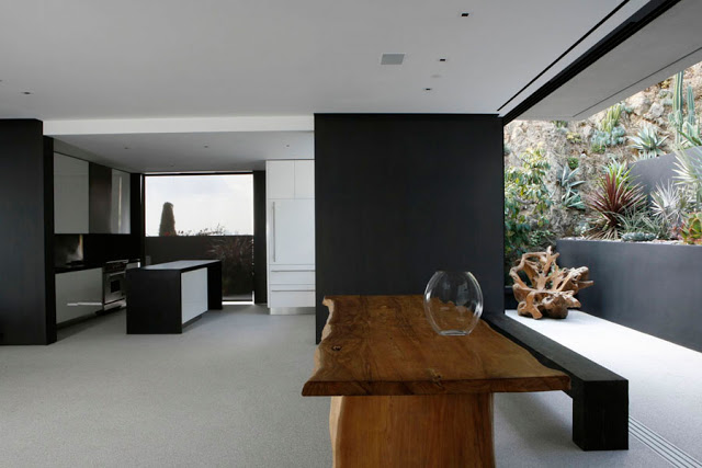 black and white interior design OpenHouse-Designed-by-XTEN-Architecture-Modern-Hollywoodian-Mansion-in-California-homesthetics