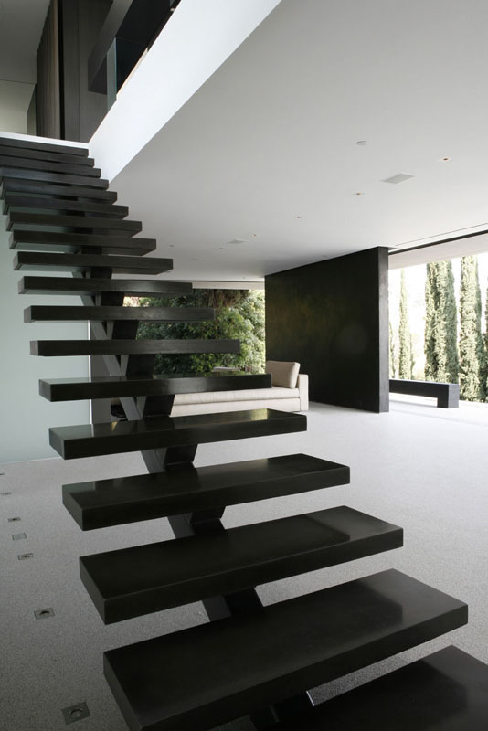black staircase OpenHouse-Designed-by-XTEN-Architecture-Modern-Hollywoodian-Mansion-in-California-homesthetics