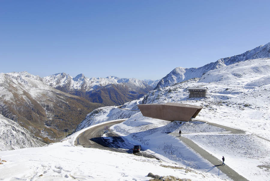 Pass Museum in Tyrol:Tribute Sculpture by Werner Tscholl Architectsalong road
