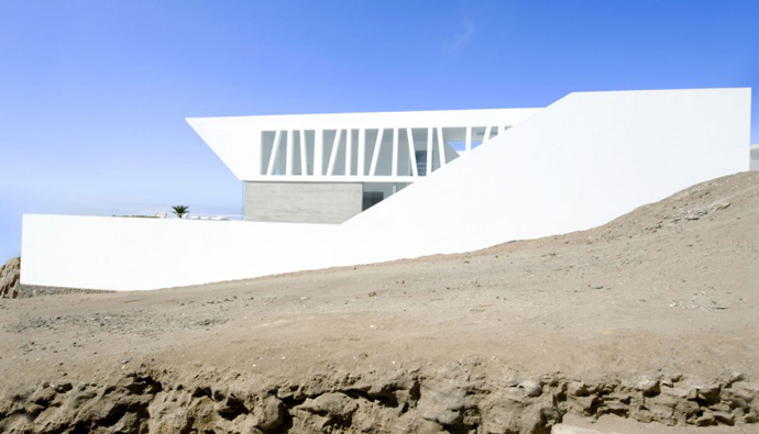 Sculptural Dream Vacation Home by RRMR Arquitectos in Asia District of Limas