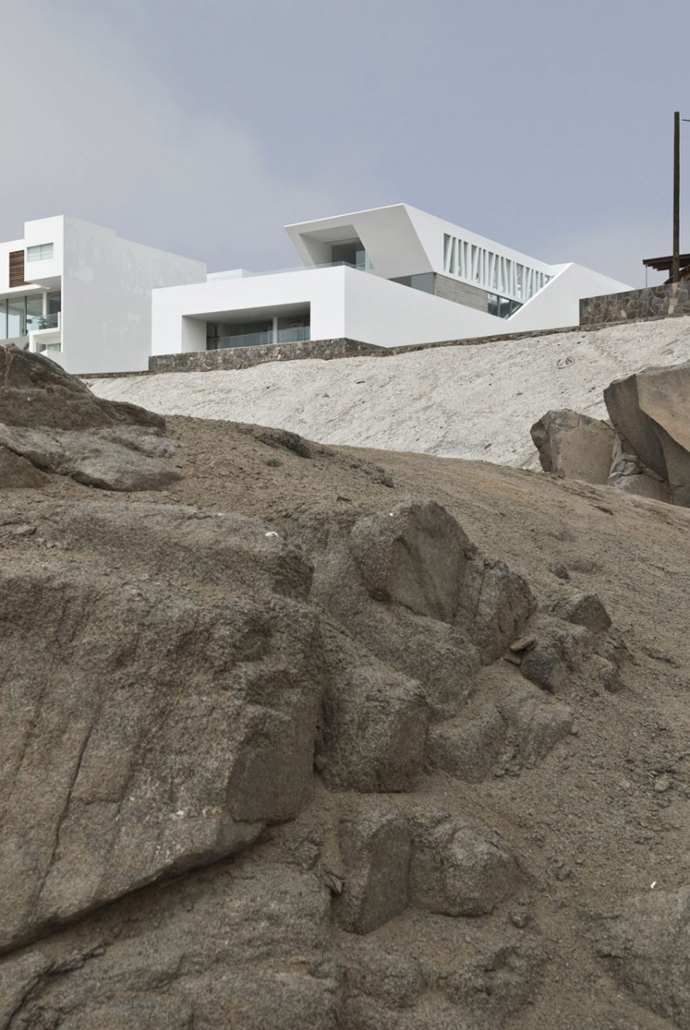 cliff view Sculptural Dream Vacation Home by RRMR Arquitectos in Asia District of Limas