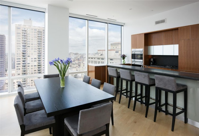 black and white dinning area Sculpture-For-Living-Duplex-Penthouse-Located-in-Astor-Place-New-York-homesthetics-modern-mansion