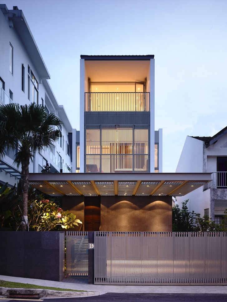 Slim Luxurious Dream Home Envisioned by Hyla Architects in Singapore homesthetics (2)