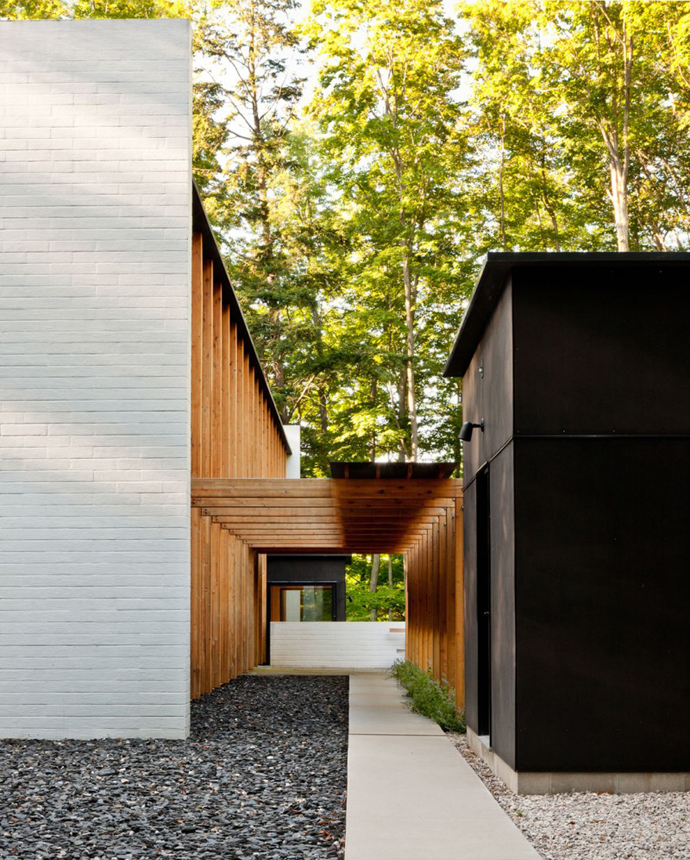 patio and pergola design of the Small Modern Mansions in The Forest - Yingst Retreat by Salmela Architect