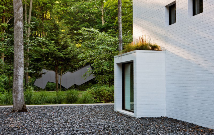access into the Small Modern Mansions in The Forest - Yingst Retreat by Salmela Architect