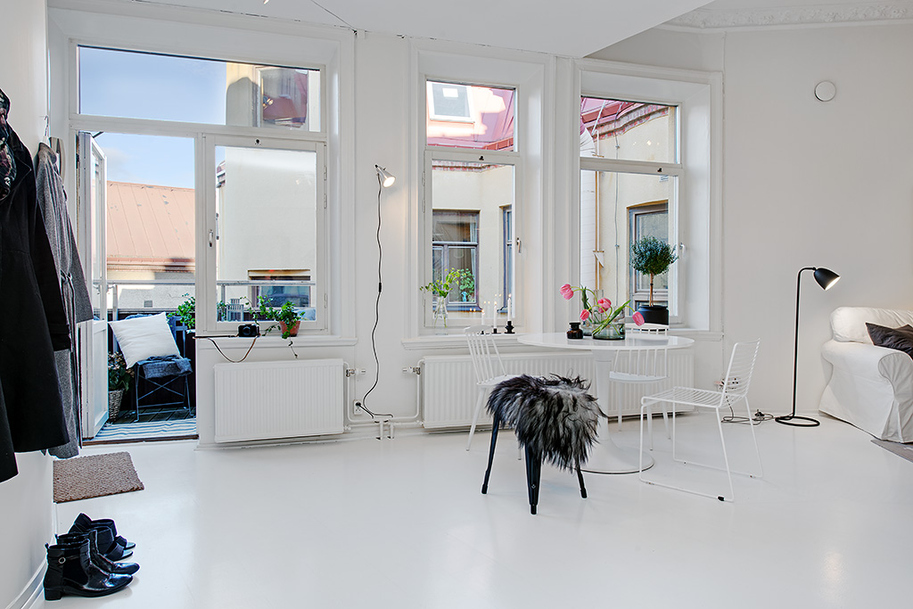 Small Single Room Apartment in Black and White - Gothenburg ...