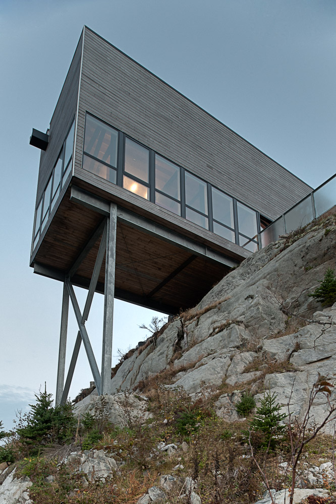 view from the rocky shores Two-Storey Peaceful Retreat -Cliff View House in Nova Scotia homesthetics modern mansion (2)