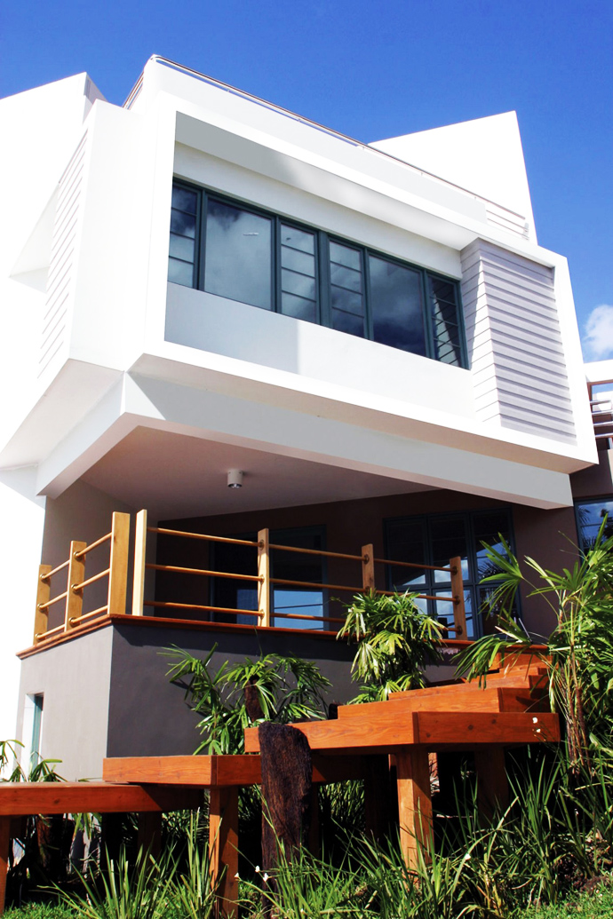 stark white volume Unusual Modern Mansion-Tingo and Fenny House by Pons Arquitectos in Santo Domingo homesthetics (3)