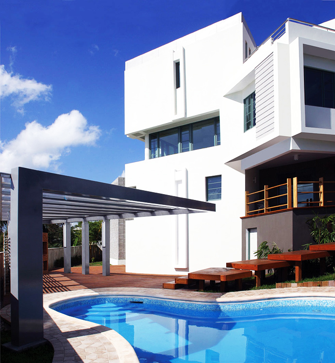swimming pool design in the Unusual Modern Mansion-Tingo and Fenny House by Pons Arquitectos in Santo Domingo homesthetics (3)