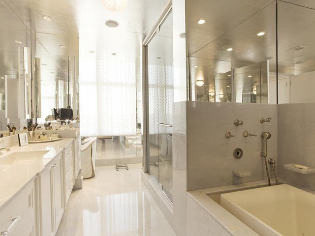 luxurious bathroom in the Upper-East-Side-Penthouse-in-Manhattan-New-York-by-World-Renowned-Architect-Philip-Johnson