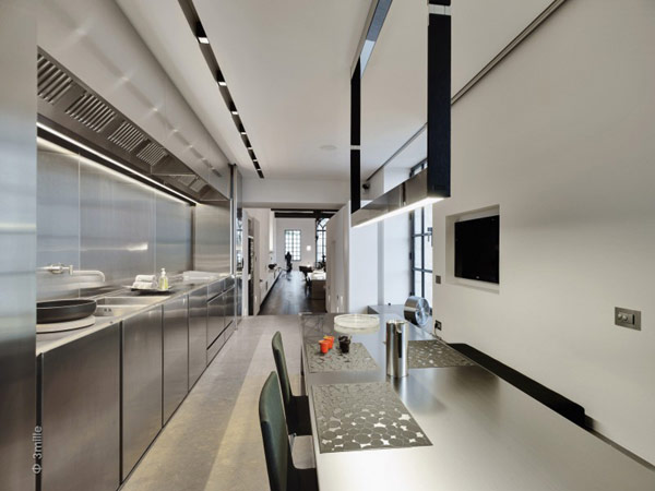 black and white kitchen design Water Cleaning Station Transformed in a Impecable Modern Mansion homesthetics (1)