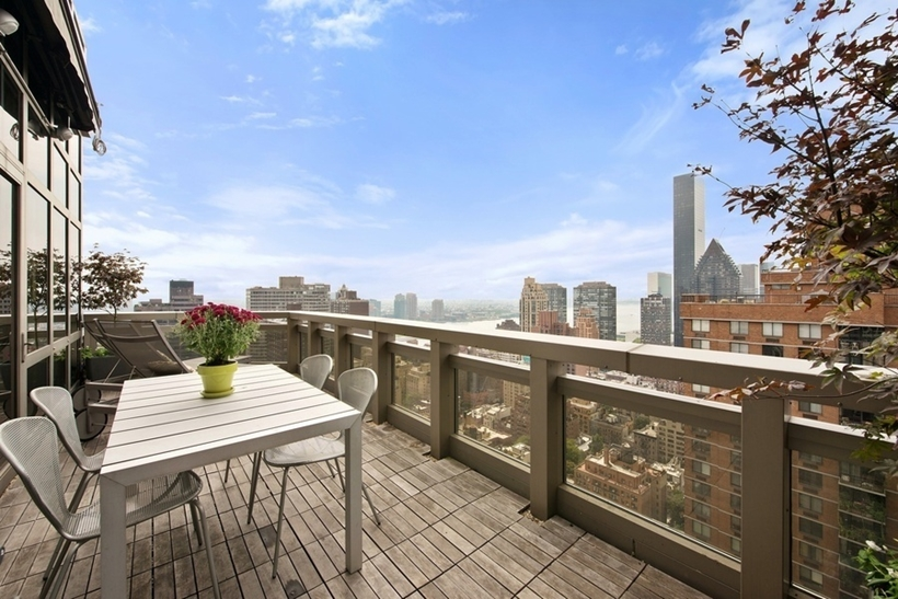 terrace at the 31 st floor Wolf of Wall Street Penthouse Apartment in Manhattan for Sale