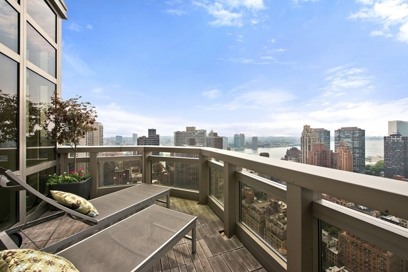 terrace at the 31st floorWolf of Wall Street Penthouse Apartment in Manhattan for Sale