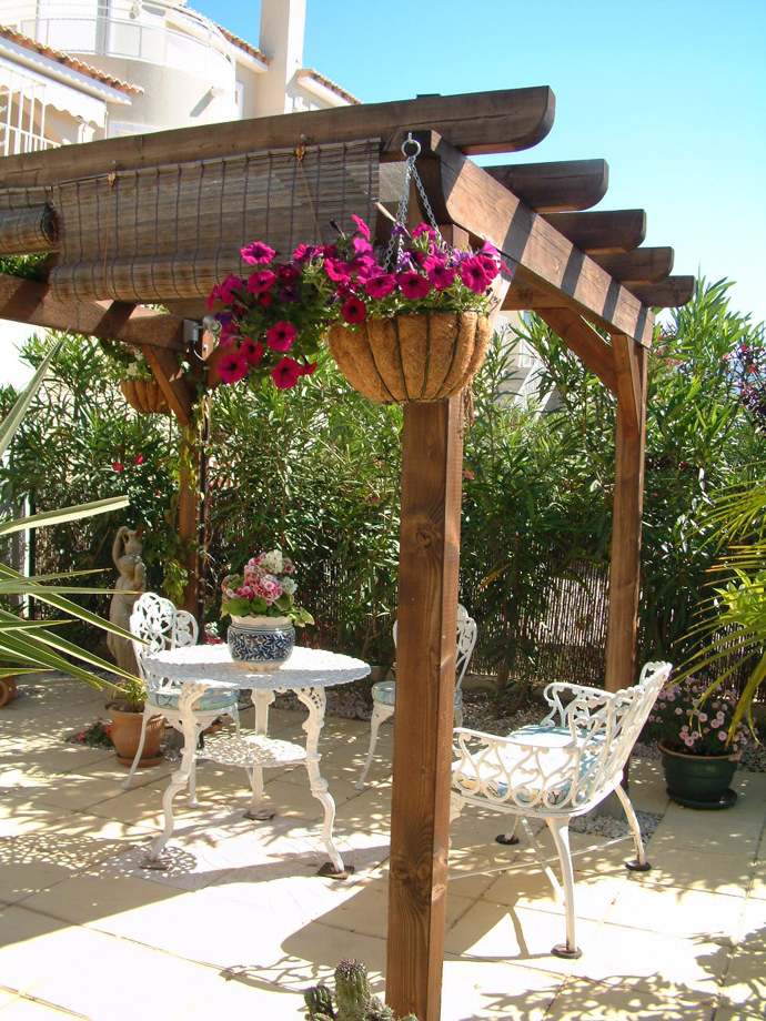 sweet pergola 40+ Pergola Designs Meant to Transform Your Backyard Landscaping Into a Green Heaven