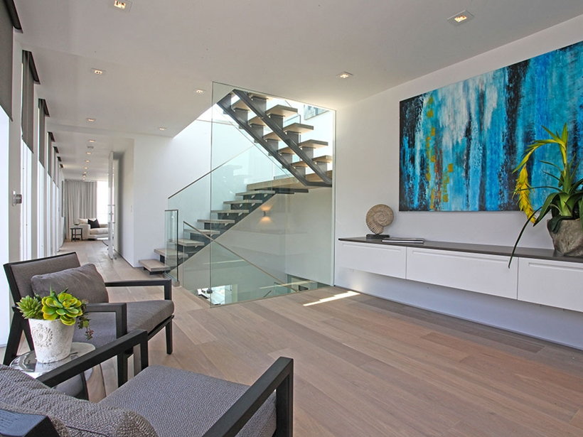 staircase design and artwork in the 8320-Grand-View-Drive-Modern-Mansion-on-Sunset-Strip-Offering-Expansive-Views-over-Los-Angeles-homesthetics