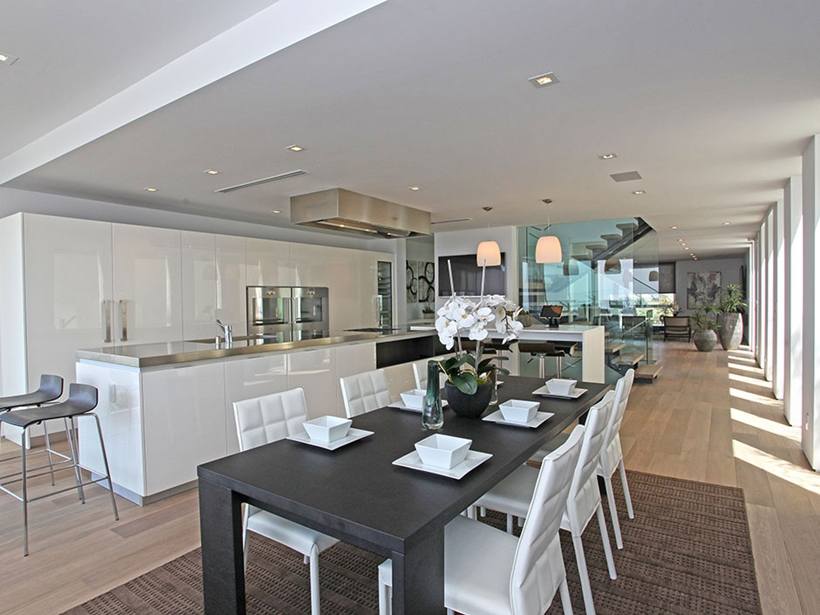 black and white dinning 8320-Grand-View-Drive-Modern-Mansion-on-Sunset-Strip-Offering-Expansive-Views-over-Los-Angeles-homesthetics
