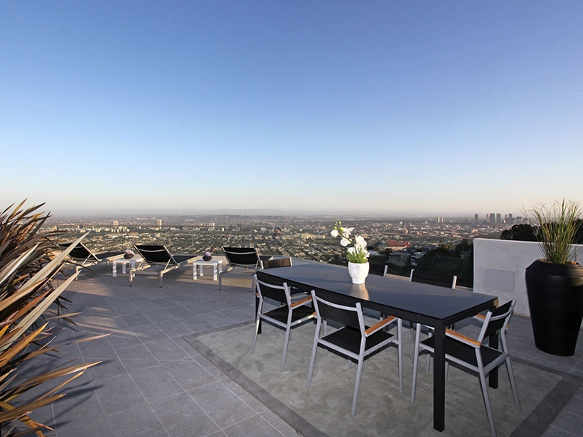 patio terrace dinning on 8320-Grand-View-Drive-Modern-Mansion-on-Sunset-Strip-Offering-Expansive-Views-over-Los-Angeles-homesthetics