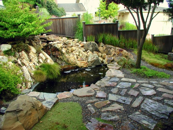 Backyard landscaping ideas japanese gardens for Garden pond design