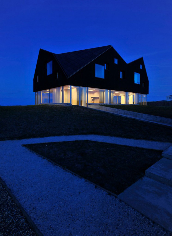 exterior perspective view Dune House by JVA - Modern Vacation Home in Suffolk, England