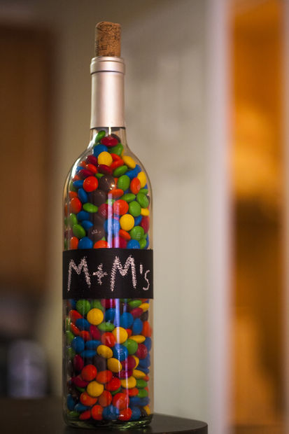 Recycled Wine Bottles-How to Label or Paint a Bottle with Chalkboard Paint wine botle art (8)