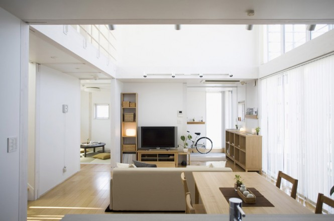 Small compact minimalist prebaricated home in japanese style by muji