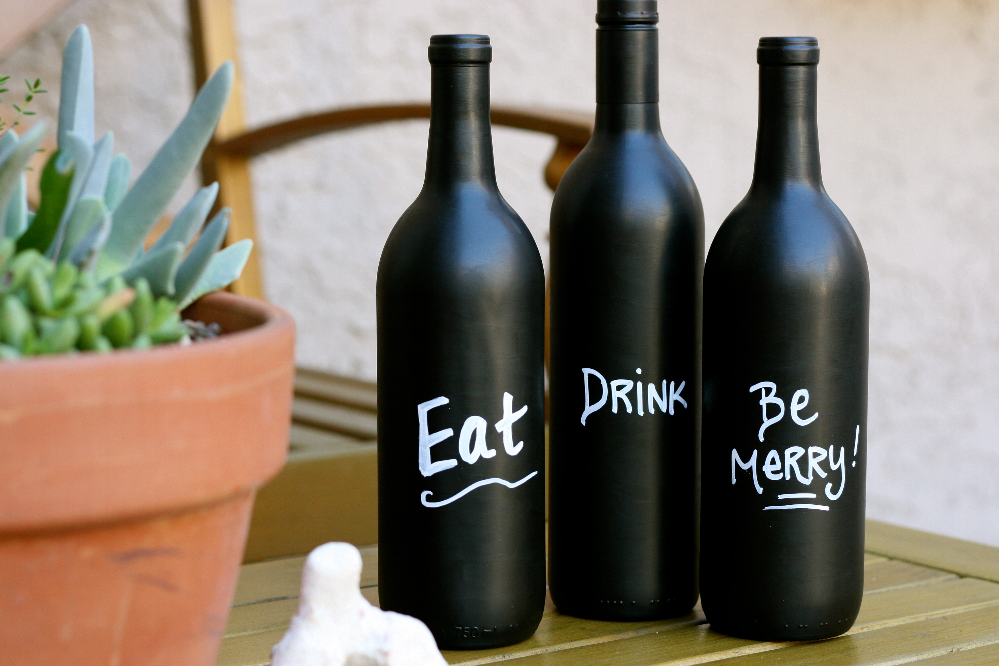 Recycled Wine Bottles-How to Label or Paint a Bottle with Chalkboard Paint wine botle art (5)