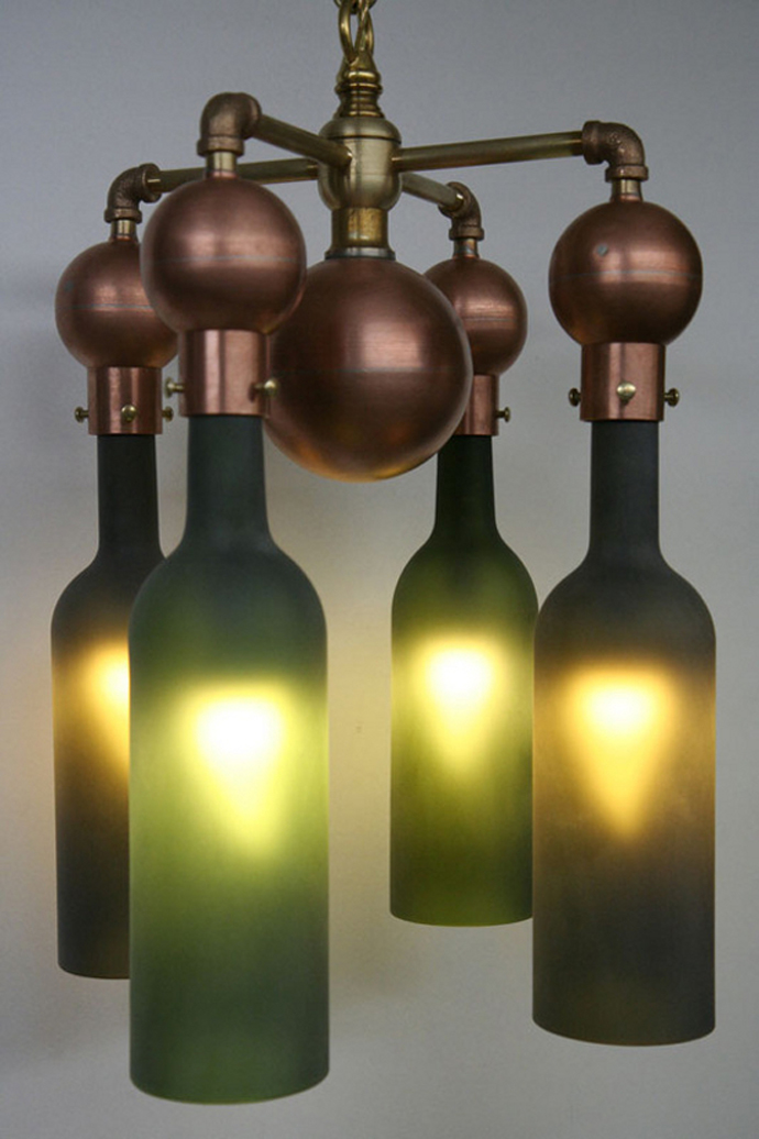 wine bottle lamp wine bottle art 20 Creative & Inspiring Ideas of How to Recycle Wine Bottles Into Pieces of Art homesthetics (26)