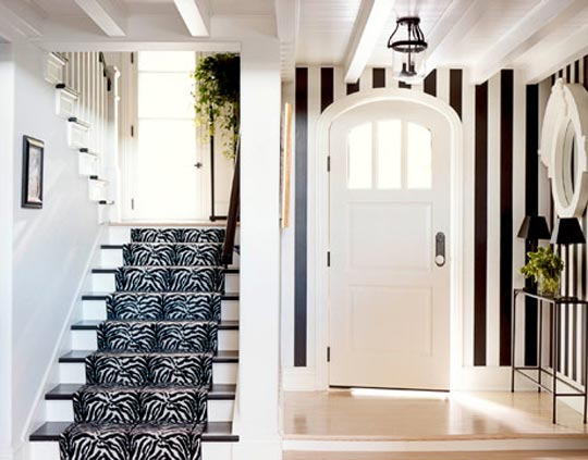 simple chic 10 Creative & Inspiring Traditional Black And White Hallway Designs