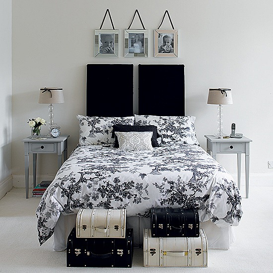 superb 19-Creative-Inspiring-Traditional-Black-And-White-Bedroom-Designs-small-bedroom-homesthetics