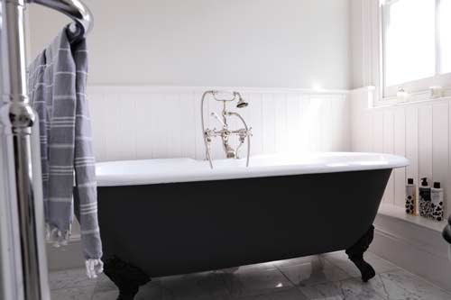 CreativeInspiring-Cool-Traditional-Black-And-White-Bathrooms-Designs-cool-bathrooms-homesthetics