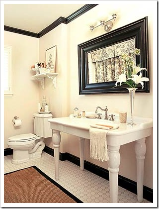 mainly white CreativeInspiring-Cool-Traditional-Black-And-White-Bathrooms-Designs-cool-bathrooms-homesthetics