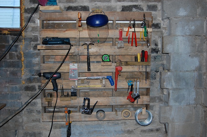 tool support made out of CreativeInspiring-Methods-of-Recycling-Wooden-Pallets-Into-Your-Own-Garden
