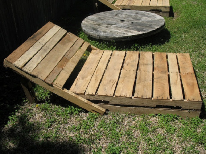 sun chair CreativeInspiring-Methods-of-Recycling-Wooden-Pallets-Into-Your-Own-Garden